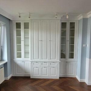 frezowane szafy do salonu